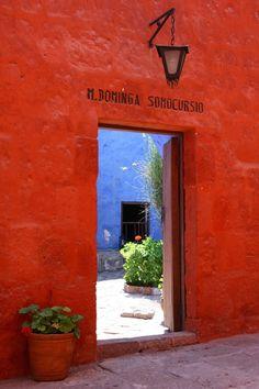 6ddf9ffa79 Kloster Santa Catalina in Arequipa, Peru #red #rot #rouge Farben, Südamerika