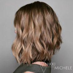 Need a fresh, short look? Try adding some depth and dimension to your hair with one of these super cute short layered bob haircuts! Short Layered Bob Haircuts, Asymmetrical Bob Haircuts, Bob Haircuts For Women, Bob Hairstyles For Fine Hair, Hairstyles Haircuts, Layered Hairstyles, Bobs For Thin Hair, Wavy Bobs, Short Hair Styles