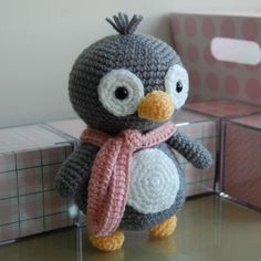 Penguin Gurumi Crochet Pattern - OMG, I am currently obsessed with amigirumi and there are some freaking adorable patterns in this shop.