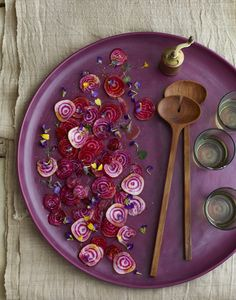 Who knew beet chips could look so good? Great design of a hard to shoot item. Food Photography Styling, Food Styling, Purple Food, Incredible Edibles, Flower Food, Edible Flowers, Food Presentation, I Love Food, Food Pictures