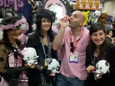 We're not sure who's enjoying themselves more in this photograph! Madam D'Arlen Rosette to the left, the All-Seeing G-Ra next to her, Ivy Embalmington on the right .....or the mortal fellow in the middle sipping a bottle of blood.    San Diego Comic Con    #Plush #Vamplets #ComicCon