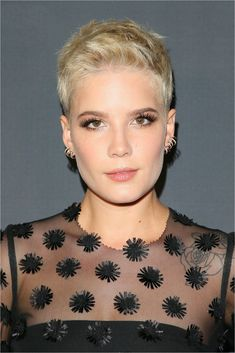 easy short hairstyles From past to present, these looks give us the shiversin a really good way. Here are some of our favorite old school babes who put the short shag hairstyle to Short Hairstyles For Thick Hair, Hairstyles For Round Faces, Easy Hairstyles, Hairstyle Short, Messy Short Hair, Short Hair Cuts, Halsey Short Hair, Short Hair Designs, Classic Haircut