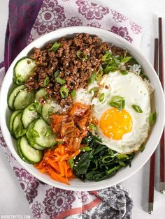food with love rezepte Bibimbap is the ultimate bowl meal with plenty of color, flavor, and texture to keep your taste buds happy and your stomach full. Plats Healthy, Cooking Recipes, Healthy Recipes, Easy Korean Recipes, Detox Recipes, Delicious Recipes, Easy Recipes, Tasty, Eat Smart