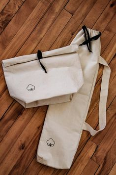 Bread bag lined with PUL food Beach Souvenirs, Bread Bags, Make Do And Mend, Teepee Kids, Yoga Mat Bag, Christmas Bags, Linen Bag, Tote Bag, Cotton Bag