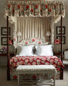 Home Decoration Videos Jemma Kid Bedroom Chintz Canopy Bed Red Floral Scalloped Shams.Home Decoration Videos Jemma Kid Bedroom Chintz Canopy Bed Red Floral Scalloped Shams Style At Home, Hm Home, Country Style Homes, Cottage Style, English Country Decor, Red Bedding, White Bedding, Décor Boho, Up House