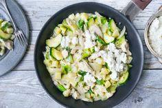 Her får du våre aller beste oppskrifter på fristende gratenger. Frisk, Cottage Cheese, Risotto, Potato Salad, Protein, Food And Drink, Potatoes, Pasta, Chicken