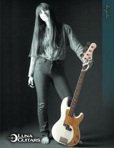 Luna Guitars Paz Bass