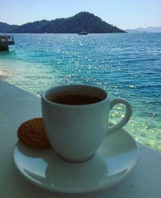 Coffee in the water ❤️ Coffee World, Coffee Is Life, I Love Coffee, Good Morning Beautiful People, Good Morning Images, Good Morning Coffee, Coffee Break, Weekend Images, Coffee Places