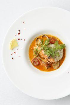 Tom yum goong (Thai soup dish)with shurimps and asari clams  http://g-veggie.com/gandv/