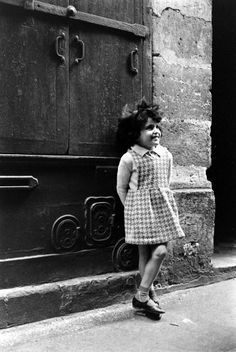 Alfred Eisenstaedt. Little girl, Paris 1963
