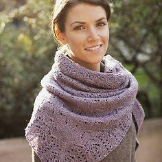 Un magnifique châle de Leila Raabe, à tricoter dans un fil fin (fingering).