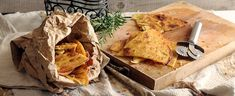 La farinata di ceci è una torta salata tipica della cucina ligure. Scopri come cucinarla con di farina di ceci, acqua e olio.