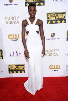 Lupita Nyong'o con los mejores looks sobre la alfombra roja. 30 looks de fiesta con vestidos únicos de Prada, Ralph Lauren, Chanel o Calvin. Todas...