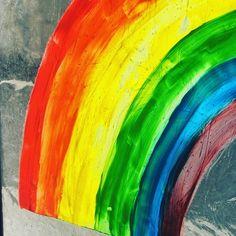Tempera auf Glas - hält, sieht schön aus und geht leicht mit Wasser und einem Lappen wieder ab 😁 Nochmal ein Regenbogen für alle Kinder, die auch ihre Freunde gerade nicht treffen können ❤️🌈 #gemeinsamgegenlangeweile #bleibcreativer #gemeinsamgegencorona #dahoambleiben #bleibdahoam #regenbogengegencorona #regenbogenfenster #regenbogenaktion Tempera, Tie Dye Skirt, Painting, Instagram, Art, Art For Kids, Reunions, Rain Bow, Friends