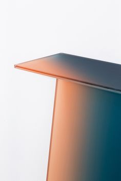 CMF we like / Color Gradiant / Table / Glas / at henrycaird | dayellowdrips: Germans Ermics