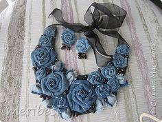 Textile Jewelry, Fabric Jewelry, Hair Jewelry, Boho Jewelry, Jewelry Crafts, Denim Flowers, Fabric Flowers, Artisanats Denim, Fabric Flower Necklace