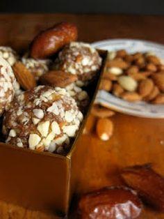 almond, date and honey energy balls