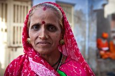 Rabari woman with traditional jewelry and tattoos, Dwarka, Gujarat, India. Blog Tumblr, India People, Golden Earrings, Bindi, World Best Photos, Afghanistan, Traditional, Faces, Bhutan