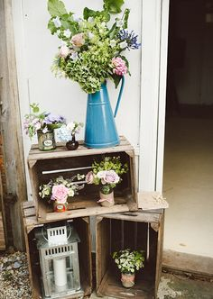 One of the budget-friendly element of country wedding is wooden crates. In our guide of wooden crates wedding ideas, we gathered the most pinned picture Chic Wedding, Summer Wedding, Our Wedding, Wedding Blog, Wedding Dress, Ikea Wedding, Wedding Vintage, Wedding Table, Rustic Barn