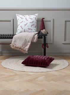 Karácsonyi manó NORNOR MA60cm ülő | JYSK Colani, Jute, Bordeaux, Throw Pillows, Blanket, Deco, Decorative Throw Pillows, New Furniture, Household