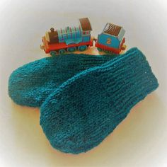 Nice and warm for winter! Hand knitted in wool. Please note that I can't get the colour correct in photographs, although I've added greenish filters to get as close to the real life colour as I can. Kingfisher, Color Of Life, Color Correction, Main Colors, Blue Backgrounds, Mittens, Hand Knitting, Real Life, Brother