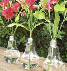 Con estos floreros puedes hacer un gran regalo..o lucirte! Se ven preciosos. Tenemos una especial oferta: el pack de tres floreros ampolletas por sólo $ 18.990! Cómpralos en www.labellezadelascosas.com