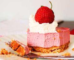 Cheesecake de Fresa es una de las mas exquisitas y fascinantes recetas de tartas fáciles que podrás probar. ¡¡ Anímate a preparar esta receta en pocos minutos !!