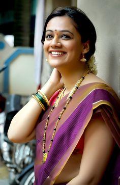 SPRUHA JOSHI Beautiful Girl Indian, Most Beautiful Indian Actress, Beautiful Saree, Beautiful Actresses, Most Beautiful Women, Beautiful People, Indian Photoshoot, Saree Photoshoot, Cute Beauty