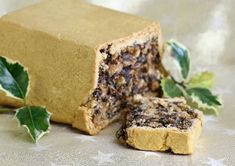 This is a traditional Scottish recipe for Black Bun, a cake that is served at New Year in Scotland and goes back hundreds of years. Scottish Dishes, Scottish Recipes, Irish Recipes, New Year's Desserts, Pudding Desserts, British Desserts, Scottish New Year, British Pudding, Black Bun
