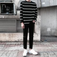 Korean Fashion Trends you can Steal – Designer Fashion Tips Korean Fashion Men, Korea Fashion, Korean Men, Asian Fashion, Streetwear Mode, Streetwear Fashion, Cool Outfits, Casual Outfits, Fashion Outfits