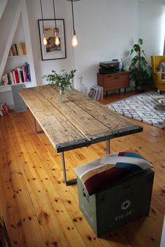 Table of scaffolding planks - Signe Carlson Dining Area, Dining Table, Selling Handmade Items, Scaffolding, Table Legs, Dream Bedroom, Bed Spreads, Office Decor, New Homes
