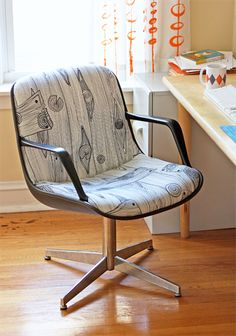 105 DIY Projects That Will Make You Proud: Get inspired for your own chair reupholstery project with How About Orange's steelcase chair upholstery tips. Recover Office Chairs, Used Office Chairs, Used Office Furniture, Desk Office, Office Decor, Diy House Projects, Cool Diy Projects, Craft Projects, Upholstered Furniture