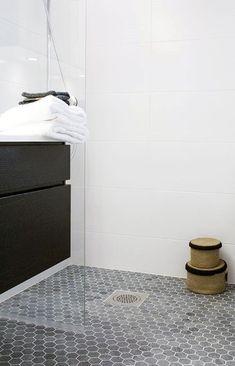 You need a lot of minimalist bathroom ideas. The minimalist bathroom design idea has many advantages. See the best collection of bathroom photos. Hexagon Tile Bathroom Floor, Best Bathroom Flooring, Shower Floor Tile, White Bathroom Tiles, Tile Flooring, Hexagon Tiles, Boho Bathroom, Flooring Ideas, Bathroom Ideas