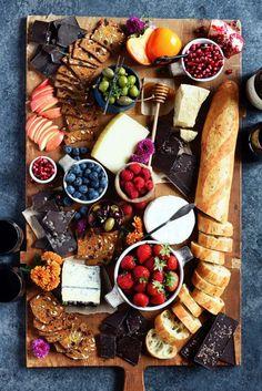 Veggie Platters, Party Food Platters, Veggie Snacks, Veggie Party Food, Cheese Fruit Platters, Cheese Table, Fruit Trays, Fruit Snacks, Charcuterie Recipes