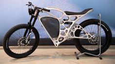 Es ist nur 35 Kilogramm leicht und bringt es auf 80 Kilometer pro Stunde.