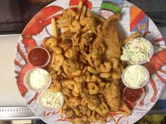 11 Amazing Hole-in-the-Wall Restaurants to Visit in Maine. #MAWPrints