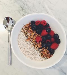 Chia seed pudding is the easiest! 3 tbsp of chia + 1 cup of almond mylk top with whatever your desires