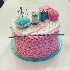 I don't even knit but this is too fun 😍 - Torten - Cake-Kuchen-Gateau Pretty Cakes, Beautiful Cakes, Amazing Cakes, Crazy Cakes, Fancy Cakes, Pink Cakes, Fondant Cakes, Cupcake Cakes, Shoe Cakes