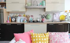 Surround yourself with cheerful colours, like Silvia (@giochidicarta)   A family-friendly apartment in Italy