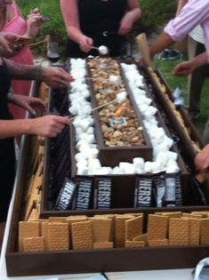 ( we should have s'mores with the Moore's) Myers Myers Myers Bower S'mores bar! ( we should have s'mores with the Moore's) Myers Myers Myers Bower Wedding Rehearsal, Wedding Reception, Wedding Day, Reception Food, Buffet Wedding, Field Wedding, Trendy Wedding, Catering, Decoration Buffet
