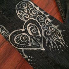 Copper, Glass and Recycled Trash: Bleach Pen Jean Tutorial Clorox Bleach Pen, Bleach Art, Bleach Shirts, Tie Dye Shirts, Bleach Jeans, Cut Up Shirts, Old Shirts, T Shirt Hacks, T Shirt Diy