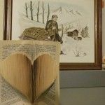 Free pattern to make a heart folded book. Origami, Recycled Books, Paper News, Book Folding Patterns, Book Sculpture, Paper Folding, Heart Patterns, Paper Cards, Altered Books