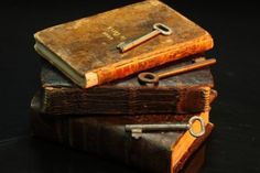 Literature, Old Books, Knowledge, Old Key Photo Books To Buy, I Love Books, Books To Read, Antique Keys, Antique Books, Map Games, Old Keys, Key Photo, Key To My Heart