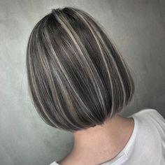 Hair Color Streaks, Dark Hair With Highlights, Hair Dyed Underneath, Short Dark Hair, Shot Hair Styles, Long Hair Styles, Hair Shades, Le Jolie, Facon