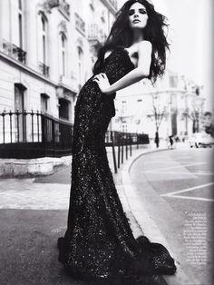 Una calle de Paris   Tags: #Photography #Photo #Fotografia #Editorial #Picture #Woman #Women #Girl #Mulher #Garota #Moda #Fashion #Female #Ensaio #Essay #Fotografico #Apparel #Roupas #Look #Accessories #Acessorios #Studio #Estudio #Vogue #Photography #Commercial #Comercial #Vestido #Dress #Dresses