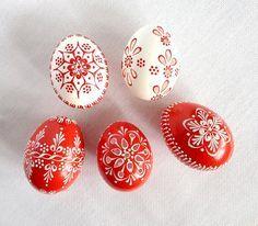 Conjunto de 5 rojo blanco mano decoradas Madeira pintada pollo huevo de Pascua…