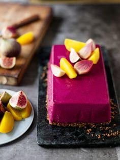 Pinkkiä pöytään! Punajuurikakku ei vaadi kuin soseutuksen, se tekeytyy valmiiksi aivan itsekseen.