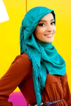 Luxe Teal Pashmina hijab Click here to for best hijabs online. Get it today for only $13 we love this side hijab style Find more Hijabs online at www.jannahgifts.com #hijjabers #hijabi #modesta #modesty #hijab_inspiration #hijablife #lookbook