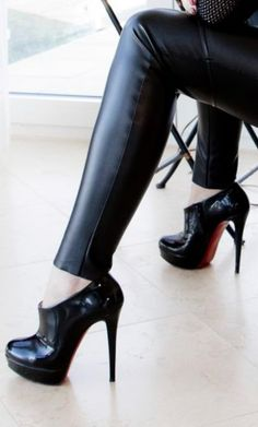 Crazy Shoes, Me Too Shoes, Grunge Shoes, Oxford Pumps, Hot Heels, Dress And Heels, Beautiful Shoes, Leather Fashion, Stilettos