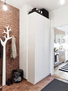 cool hanging clothes (via PLANETE DECO)